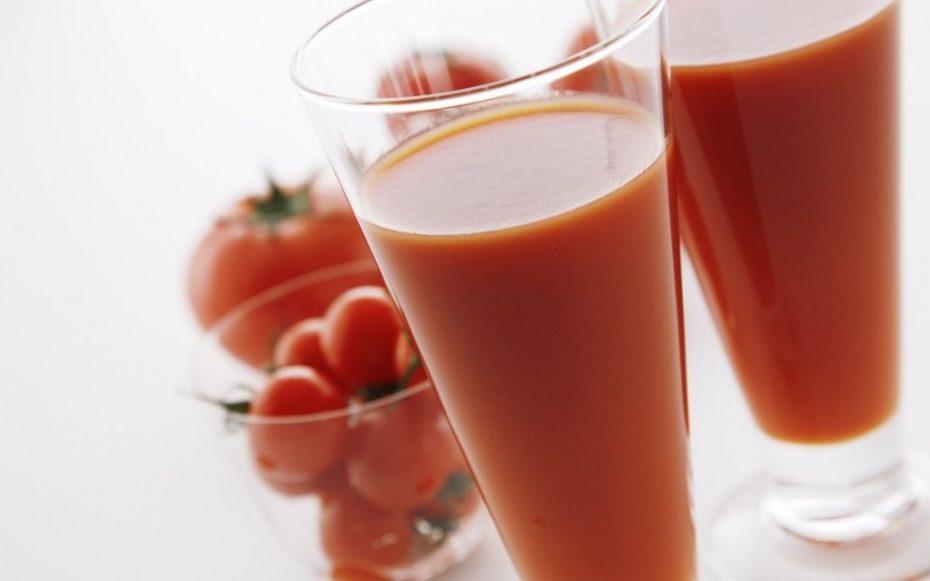 health-benefits-of-tomato-juice-1024x640
